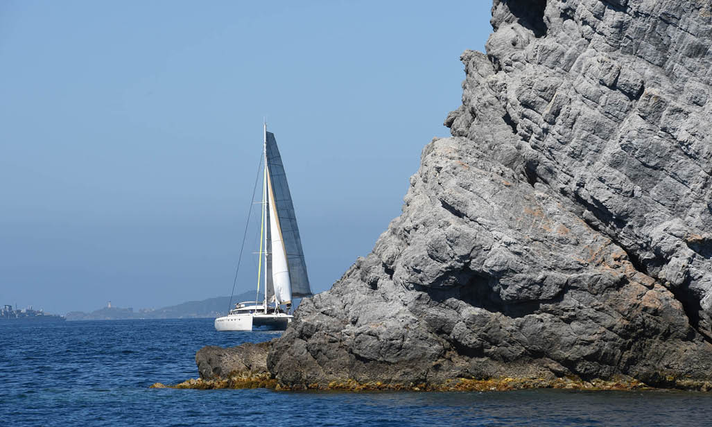 Catamaran-cruises-Mediterranean-Fountaine-Pajot-Meeting